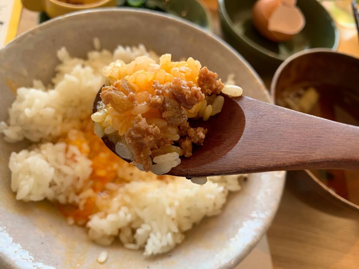 卵かけご飯+鶏そぼろ